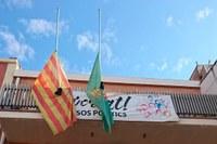Banderes a mig pal en senyal de dol a Bell-lloc